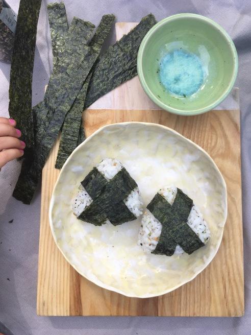 Wrapping Onigiri